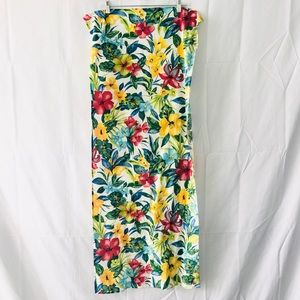 Beautiful piece of floral fabric 20x40 GUC